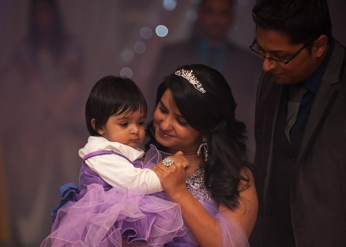 a dance for mum and daughter during event photography